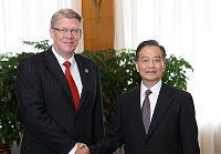 Вэнь Цзяньбао встретился с президентом Латвии Валдисом Затлерсом, участвующим в «Летнем Давосе-2009»
