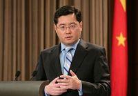 МИД КНР надеется на разрешение доставшихся от прошлого проблем в области торгово-экономических связей с Россией путем дружественных консультаций