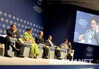 Обсуждение «Мировой экономический спад и развивающиеся страны» в рамках «Летнего Давоса-2009»