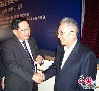 Министр науки и техники КНР Вань Ган побеседовал с известным ученым, вернувшимся из СНГ