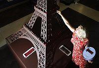 Эйфелева башня из шоколада, высота которой составляет 3,66 метра