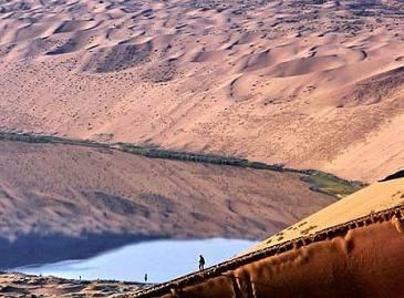 Величественная пустыня Баданьцзилинь в Автономном районе Внутренняя Монголия