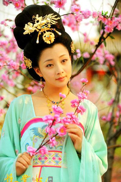 Красивые женщины в нарядах династии Тан в телесериале «Наложнцы Ян Гуйфэя»1