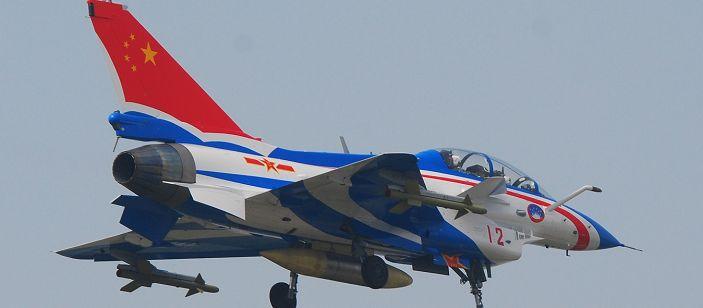 Продемонстрирована новая окраска самолета «Цзянь-10» команды ВВС по демонстрации полетов «Ба И» 0