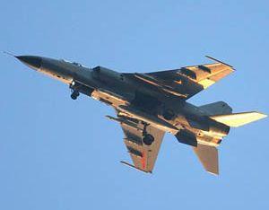 Истребитель-бомбардировщик ?Цзяньхун-7А? под крыльями оснащен ракетами нового типа ?воздух-земля?