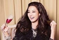 Красавица Хан Чжи Хе в очаровательных зимних нарядах