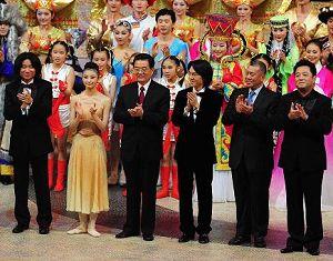 Председатель КНР Ху Цзиньтао присутствовал на художественном вечере в честь 10-летия возвращения Аомэня в лоно Родины