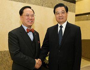 Председатель КНР Ху Цзиньтао в Аомэне встретился с главой администрации САР Сянган