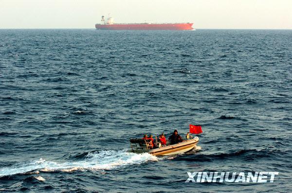 Китайское судно 'Дэсиньхай' удалось спасти