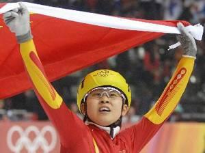 Китайская конькобежка Ван Мэн завоевала золотую медаль на дистанции 500 метров на Олимпиаде-2010