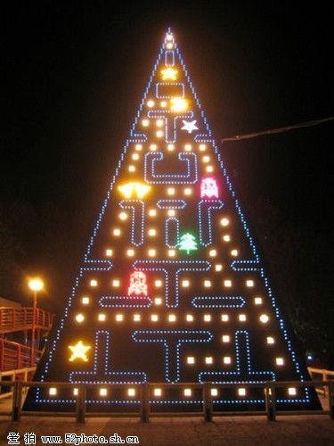 Интересный дизайн елок для Рождества!