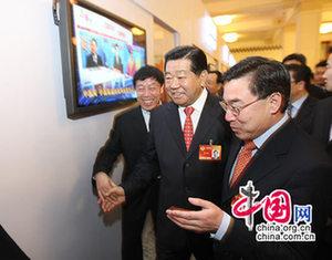 Председатель ВК НПКСК Цзя Цинлинь навестил корреспондентов «Чжунгован», освещающих работу сессий4