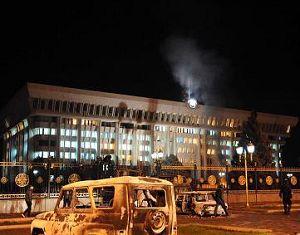 Срочно: резиденция президента Кыргызстана захвачена оппозицией