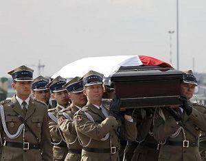 Самолет с телом президента Польши, погибшего в авиакатастрофе, прибыл в Варшаву