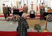 Поляки в президентской резиденции почтили память погибшего президента и его супруги