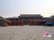 Дворец Гугун в городе Шэньян был императорским дворцом до завоевания Центральной китайской равнины правителями династии Цин, он является самым хорошо сохранившимся до настоящего времени императорским сооружением, уступающим только дворцу Гугун в Пекине.