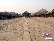 Дворец Гугун в городе Шэньян сочетает в себе архитектурные стили национальностей хань, маньчжуры, монголы и имеет высокую историческую и художественную ценность.