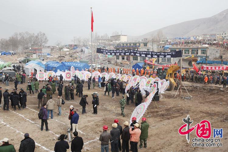 В месте расположения правительства поселка Цзигу уезда Юйшу прошло мероприятие в рамках дня общественного траура