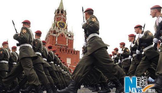 В России продолжается репетиция военного парада, посвященного 65-летию со дня победы в Великой отечественной войне