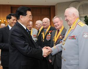 Председатель КНР Ху Цзиньтао провел встречу с российскими ветеранами3