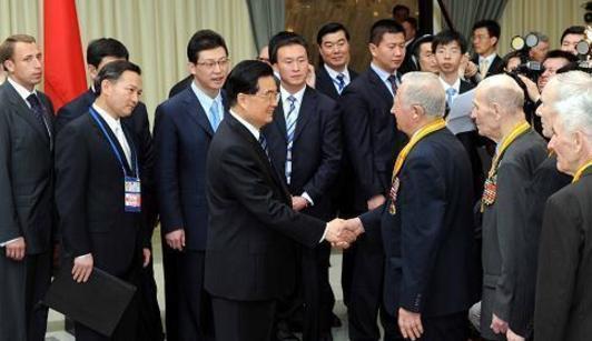 Председатель КНР Ху Цзиньтао провел встречу с российскими ветеранами