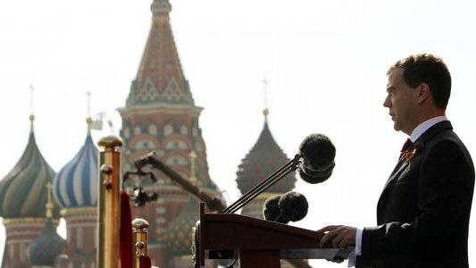 Совместный парад Победы в Москве отражает общую решимость защищать мир и не допустить пересмотра итогов войны -- Д. Медведев