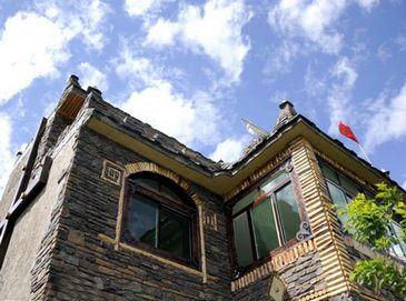 Прекрасная деревня Пинтоуцунь в провинции Сычуань