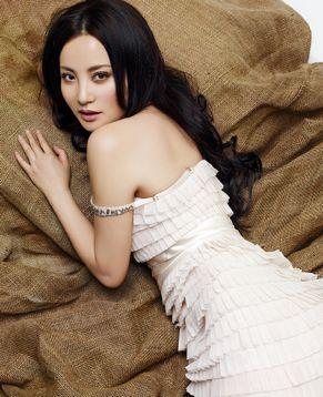 Обаятельная актриса Тао Хун