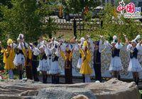 Дети с радостью поют и танцуют, отмечая День столицы Казахстана