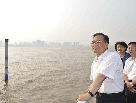 Вэнь Цзябао подчеркнул необходимость подготовки к борьбе с еще более сильными паводками