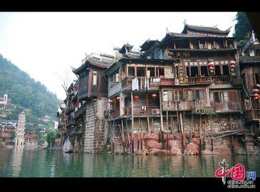 Тур по реке Тоцзян древнего городка Фэнхуан провинции Хунань