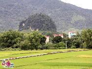 Пограничная линия составляет 533 км. Чунмин обладает тремя КПП первой категории государственного значения, четырьмя КПП второй категории государственного значения и 13 пограничными торговыми точками.