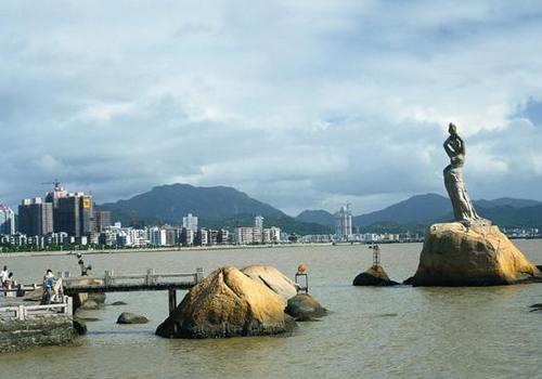 Вторая рекомендуемая достопримечательность: скульптура «Рыбачка»