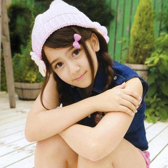Симпатичная японская школьница