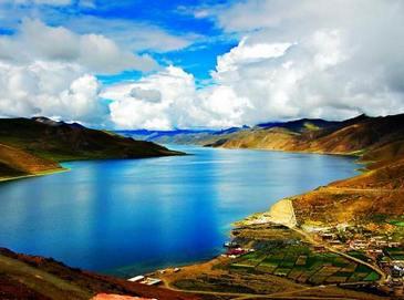 Озеро Янчжоюнцо в Тибете