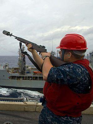 Ядерный авианосец ВМФ США «Джордж Вашингтон» посетил Вьетнам
