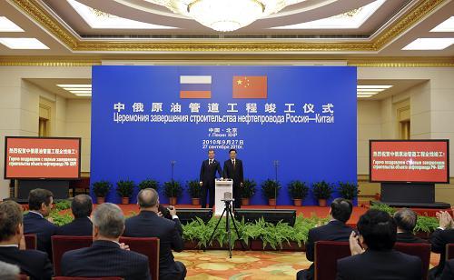 Председатель КНР Ху Цзиньтао и президент РФ Д.Медведев присутствовали на церемонии завершения строительства китайско-российского нефтепровода