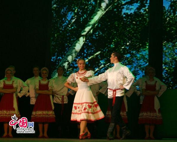 Ансамбль народного танца имени Игоря Моисеева выступил на День Росии на ЭКСПО