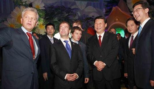 Си Цзиньпин и Д. Медведев совместно присутствовали на мероприятиях в честь Дня национального павильона России на ЭКСПО-2010