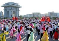 В Пхеньяне молодые люди танцевали в честь избрания Ким Чен Ира на пост генерального секретаря Трудовой партии КНДР