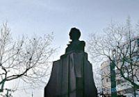 Угол улицы с памятником Пушкину