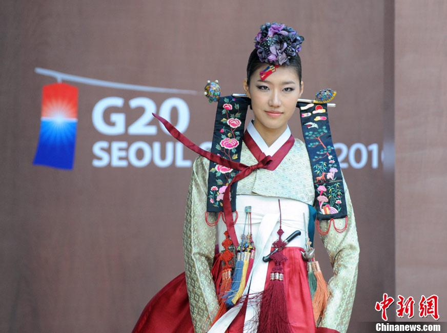 В Сеуле проведена репетиция показа традиционных корейских костюмов для встречи саммита «Большой Двадцатки»