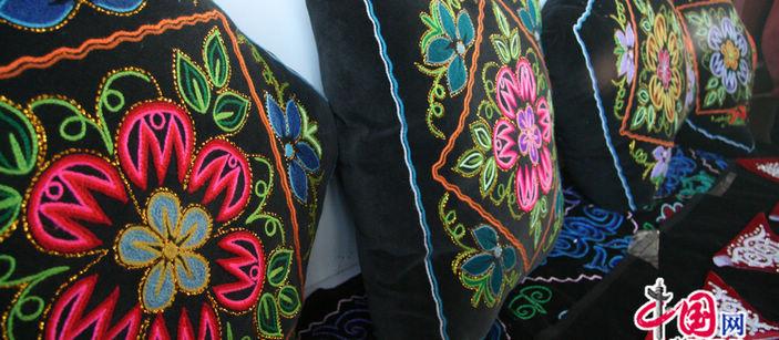 Оригинальная вышивка казахской национальности в уезде Толи на севере-западе Синьцзяна