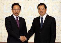 Ху Цзиньтао провел встречу с президентом РК Ли Мен Баком
