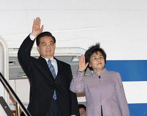 Ху Цзиньтао прибыл в Японию для участия в неофициальной встрече руководителей АТЭС