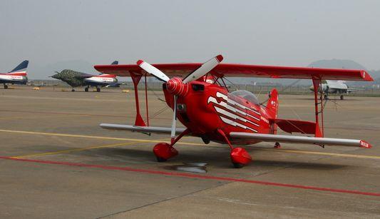 Маленькие самолеты на авиасалоне в Чжухае