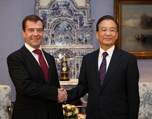 Вэнь Цзябао встретился с президентом России Д. Медведевым