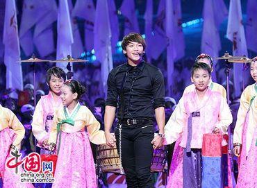 Звезды в художественных выступлениях на церемонии закрытия Азиатских игр в Гуанчжоу