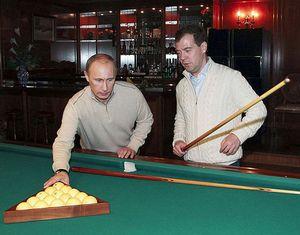 Медведев и Путин вдвоем посмотрели фильм и поиграли в бильярд