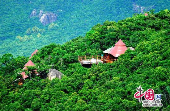 Место для съемок фильма «В поисках истинной любви-2» - деревня для проведения отпуска «Гнездо» в городе Санья